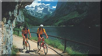 Mountainbiker am Gosausee